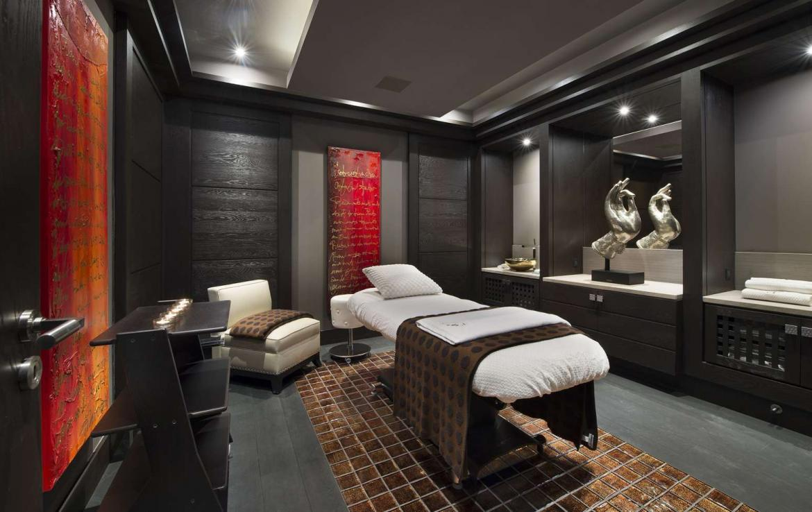 kings-avenue-luxury-chalet-courchevel-009-relaxation-massage-room
