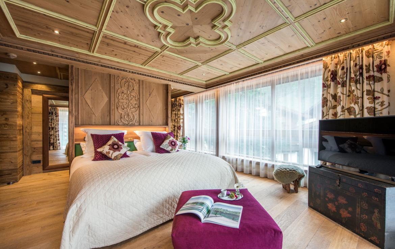 master-bedroom-chalet-laurus-lech