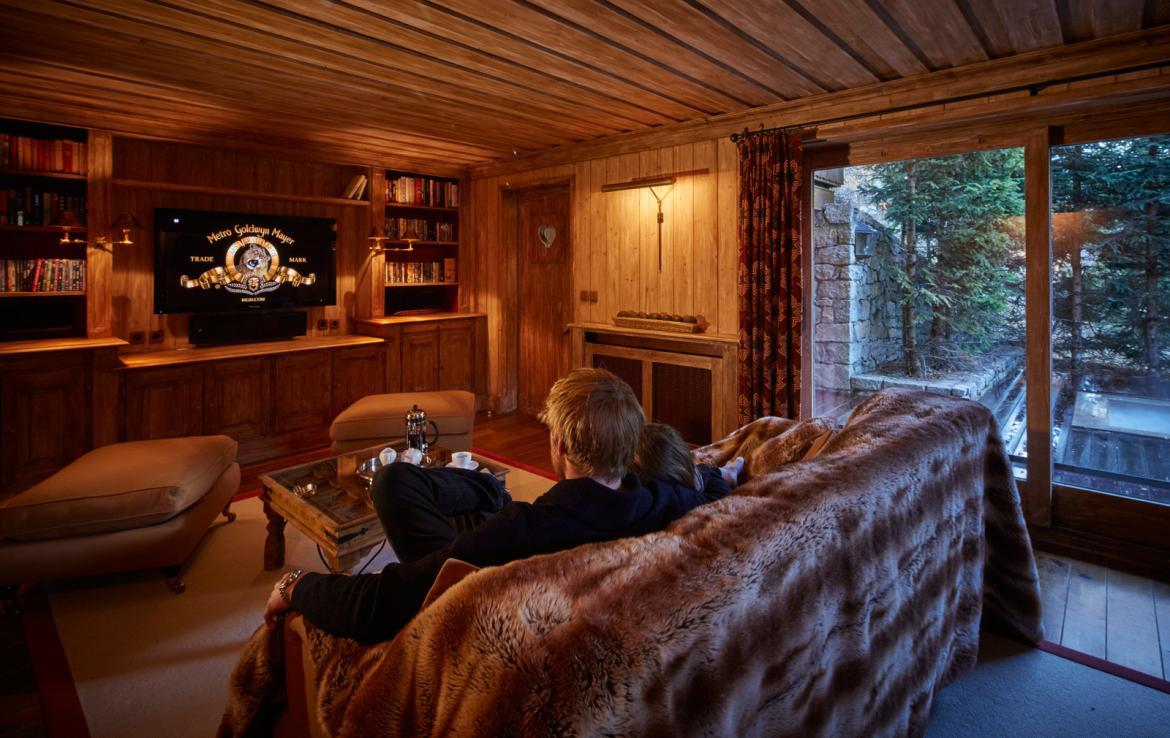 tv-room-in-luxury-chalet-meribel-village