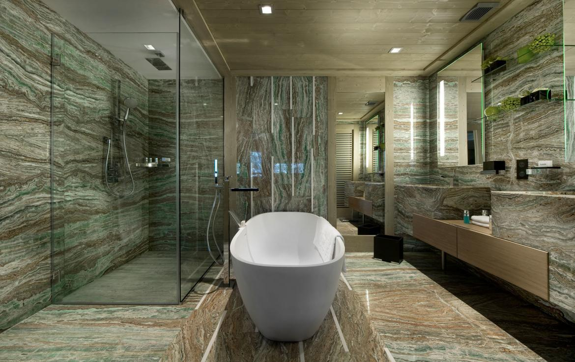 marble-bathroom-in-ultra-luxury-chalet-courchevel