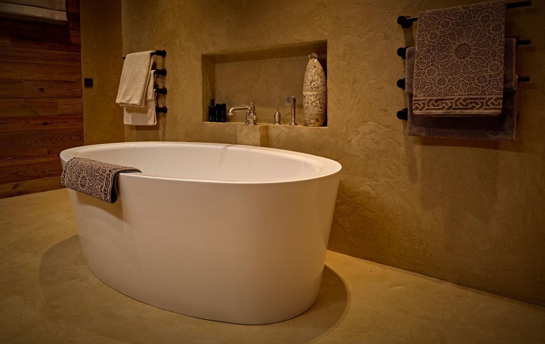 bath-in-bathroom-lech