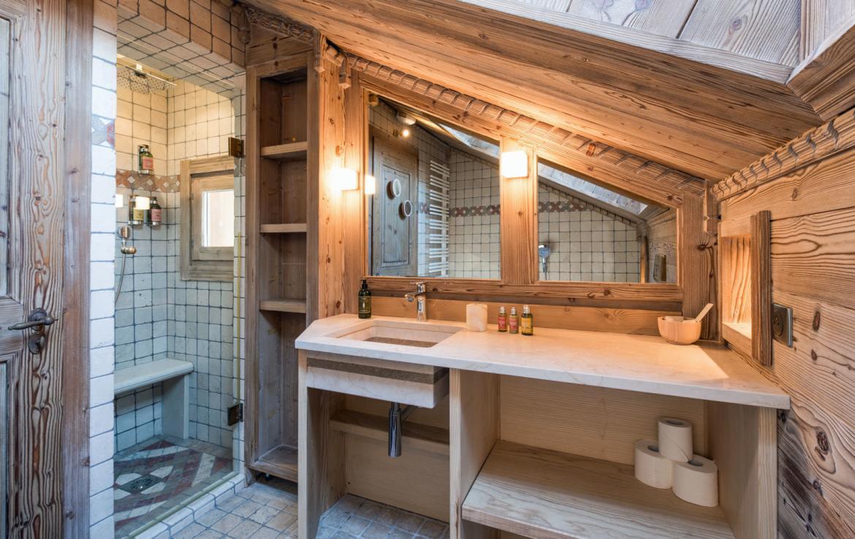 bathroom-whakapapka-meribel-chalet
