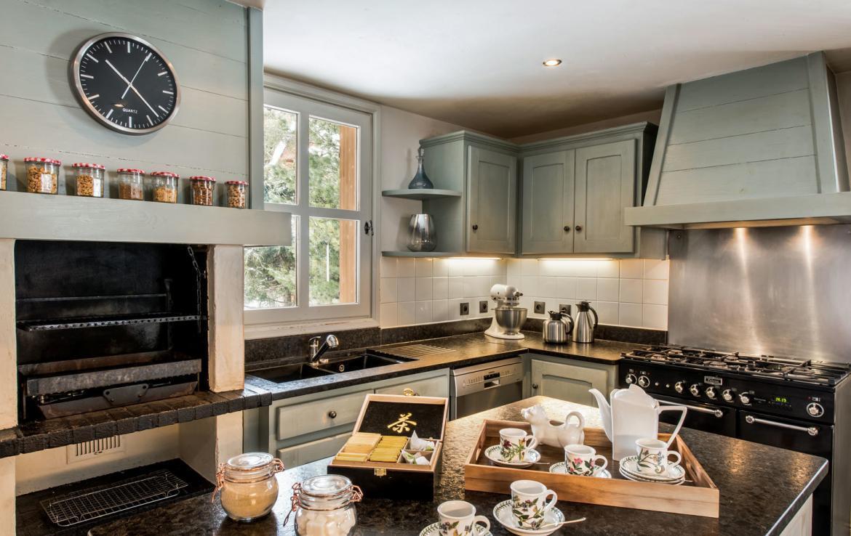 kitchen-in-luxury-chalet-in-meribel-france