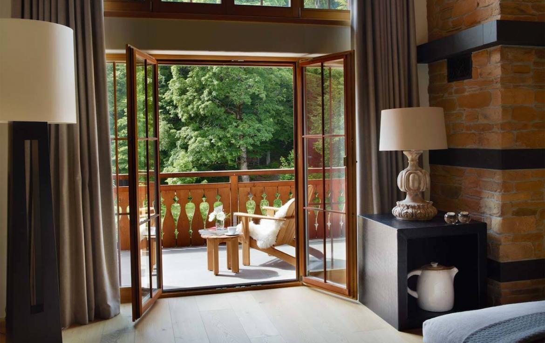 haus-alpina-klosters-balcony