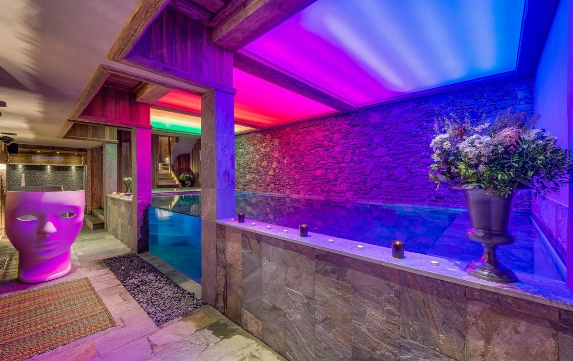 Kings-avenua-val-disere-snow-chalet-sauna-indoor-jacuzzi-hammam-swimming-pool-childfriendly-covered-parking-gym-fireplace-massage-room-area-val-disere-009-11