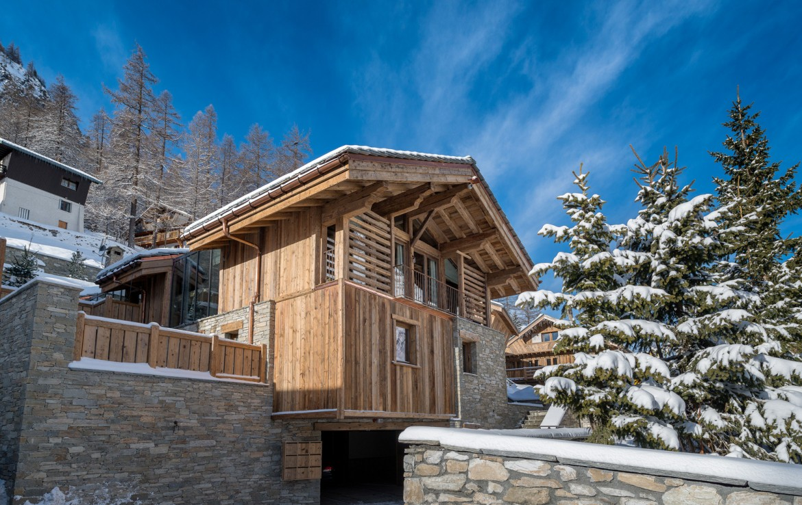 Kings-avenua-val-disere-snow-chalet-sauna-indoor-jacuzzi-hammam-swimming-pool-childfriendly-covered-parking-gym-fireplace-massage-room-area-val-disere-009