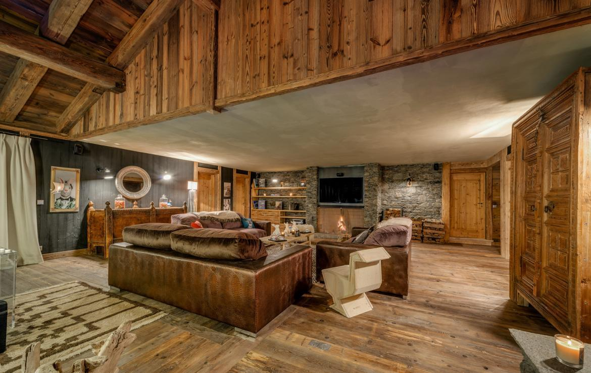 Kings-avenua-val-disere-snow-chalet-sauna-indoor-jacuzzi-hammam-swimming-pool-childfriendly-covered-parking-gym-fireplace-massage-room-area-val-disere-009-9