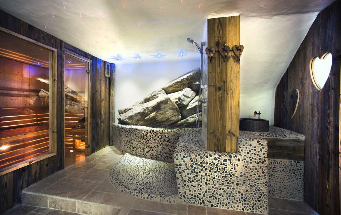 Kings-avenua-val-disere-snow-chalet-sauna-outdoor-jacuzzi-chidfriendly-kids-playroom-fireplace-boot-heaters-ski-in-ski-out-hot-tubs-massage-room-area-val-disere-004-17