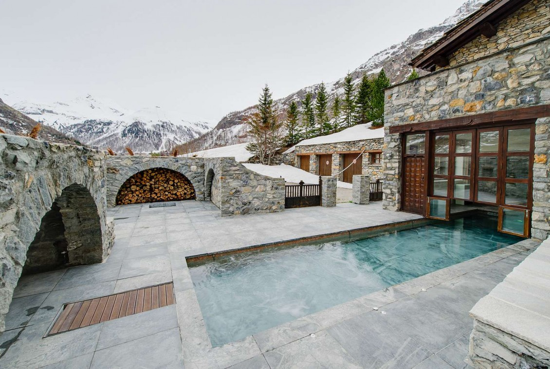 Kings-avenua-val-disere-snow-chalet-sauna-swimming-pool-parking-boot-heaters-fireplace-ski-in-ski-out-cigar-room-massage-therapie-room-area-val-disere-011