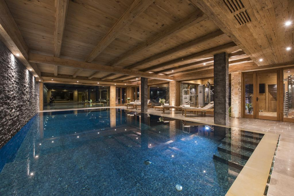 Kings-avenua-verbier-sauna-jacuzzi-hammam-swimming-pool-childfriendly-parking-cinema-gym-boot-heaters-fireplace-massage-room-wine-cellar-area-verbier-006-9