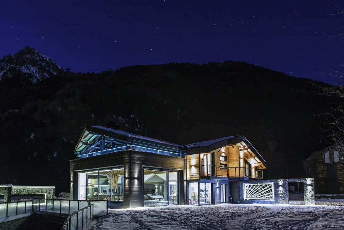 Kings-avenue-chamonix-sauna-jacuzzi-swimming-pool-parking-cinema-boot-heaters-fireplace-terrace-area-chamonix-004