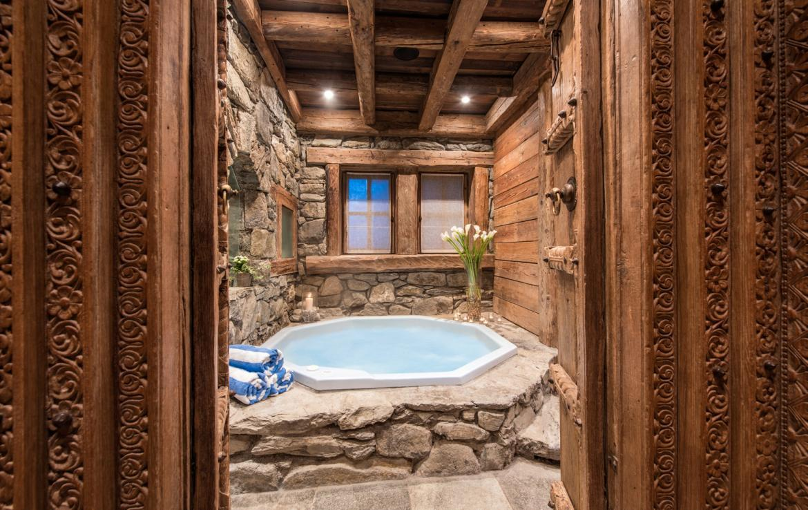 Kings-avenue-courchevel-jacuzzi-hammam-boot-heaters-fireplace-welness-area-close-proximity-to-slopes-area-courchevel-029-20