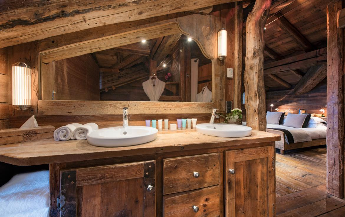 Kings-avenue-courchevel-jacuzzi-hammam-boot-heaters-fireplace-welness-area-close-proximity-to-slopes-area-courchevel-029-9