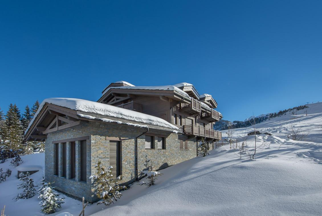 Kings-avenue-courchevel-jacuzzi-hammam-swimming-pool-childfriendly-parking-cinema-kids-playroom-games-room-gym-boot-heaters-ski-in-ski-out-area-courchevel-001