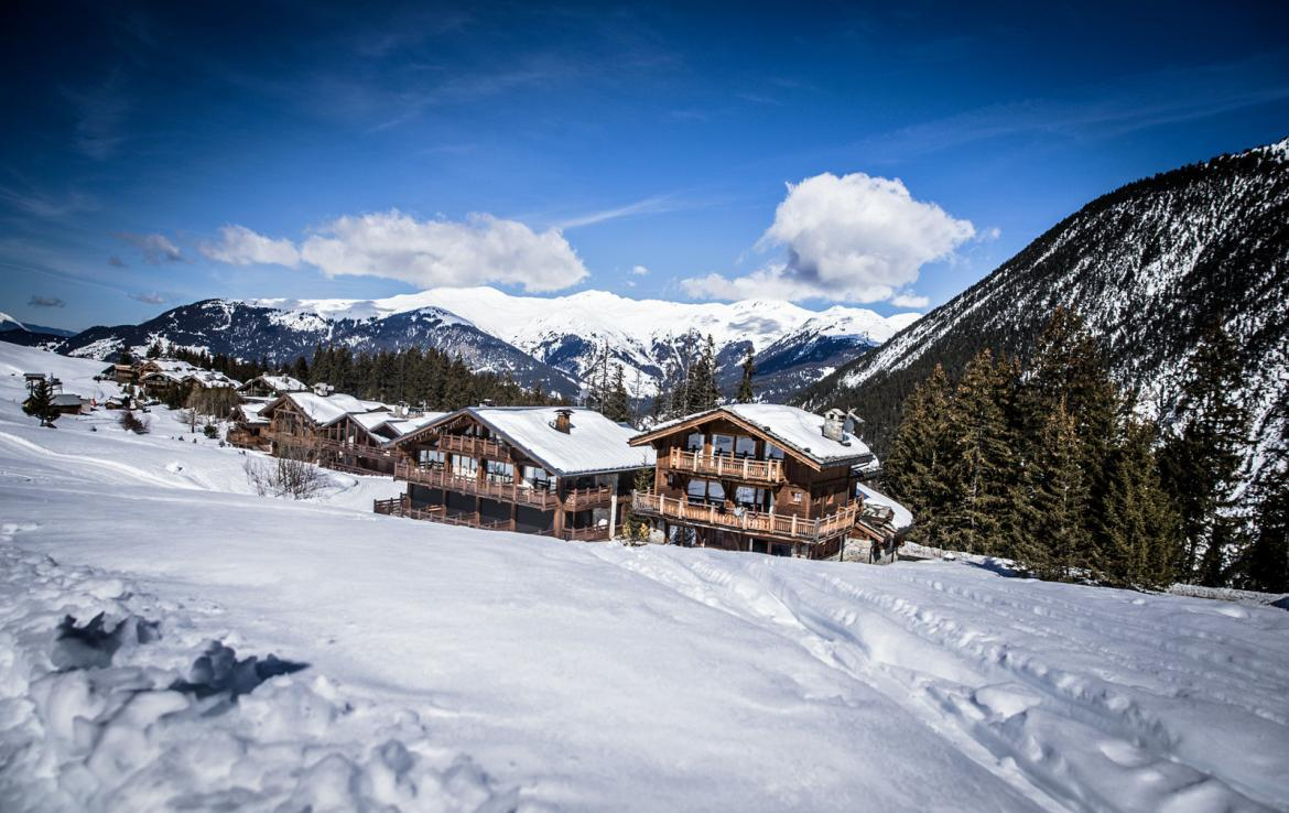 Kings-avenue-courchevel-sauna-jacuzzi-hammam-childfriendly-parking-kids-playroom-boot-heaters-fireplace-ski-in-ski-out-cinema-bar-massage-area-courchevel-004-2