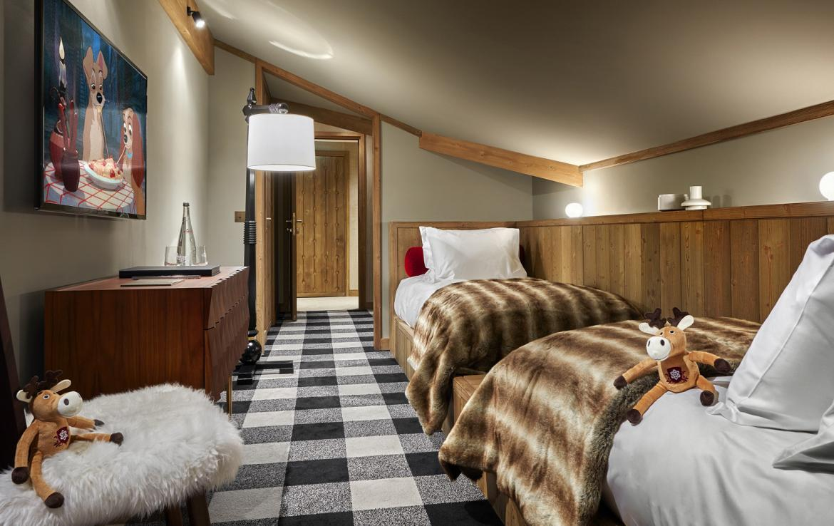 Kings-avenue-courchevel-sauna-jacuzzi-hammam-swimming-pool-childfriendly-parking-kids-playroom-games-room-boot-heaters-fireplace-ski-in-ski-out-area-courchevel-035-8