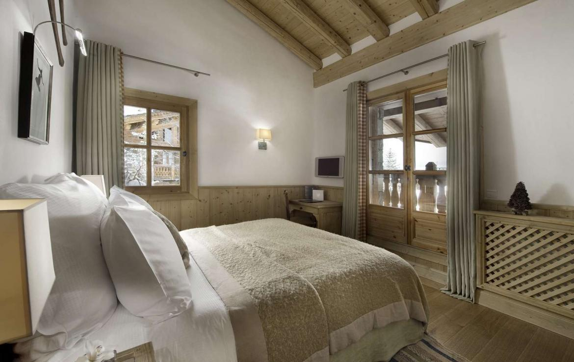 Kings-avenue-courchevel-tv-hifi-wifi-satelitte-jacuzzi-childfriendly-parking-games-room-gym-fireplace-ski-in-ski-out-massage-room-area-courchevel-026-10