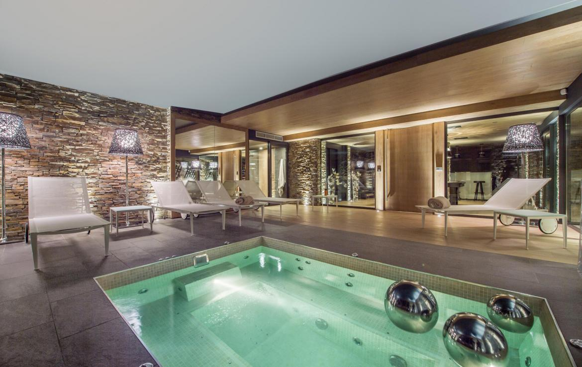Kings-avenue-gourchevel-moriond-jacuzzi-hammam-childfriendly-parking-gym-boot-heaters-fireplace-massage-room-cinema-room-lounge-area-area-gourchevel-moriond-008-14