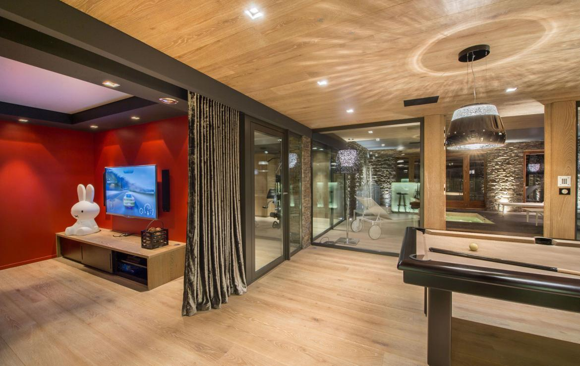 Kings-avenue-gourchevel-moriond-jacuzzi-hammam-childfriendly-parking-gym-boot-heaters-fireplace-massage-room-cinema-room-lounge-area-area-gourchevel-moriond-008-16