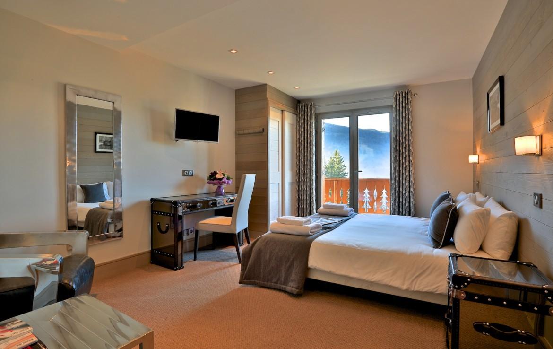 Kings-avenue-méribel-snow-sauna-wifi-outdoor-jacuzzi-hammam-gym-boot-heaters-fireplace-massage-room-bar-pool-table-area-méribel-014-20