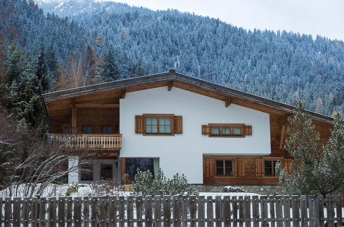 Kings-avenue-st-anton-snow-tv-hifi-wifi-sauna-wine-cellar-jacuzzi-hammam-childfriendly-parking-cinema-kids-playroom-boot-heaters-fireplace-terrace-balcony-area-st-anton-001