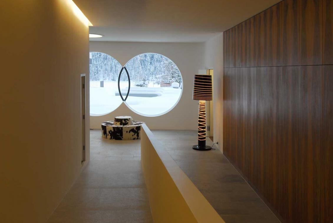 Kings-avenue-st-moritz-snow-sauna-indoor-jacuzzi-hammam-childfriendly-parking-gym-boot-heaters-fireplace-massage-room-area-st-mortiz-001