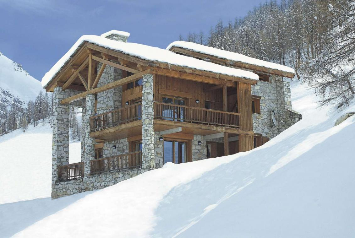 Kings-avenue-val-disere-snow-chalet-childfriendly-massage-room-ski-in-ski-out-fireplace-val-disere-020-1