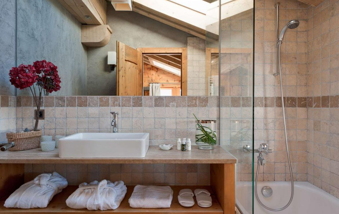 Kings-avenue-verbier-snow-chalet-outdoor-jacuzzi-parking-childfriendly-massage-room-081-10