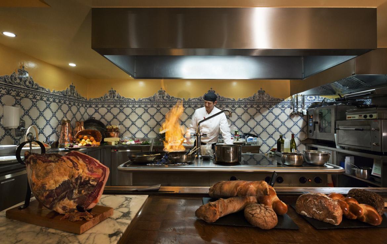 Kings-avenue-verbier-snow-chalet-sauna-jacuzzi-hammam-fireplace-sushi-bar-wine-cellar-001-11