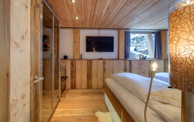 Kings-avenue-zermatt-snow-chalet-sauna-cinema-kids-playroom-fireplace-013-4