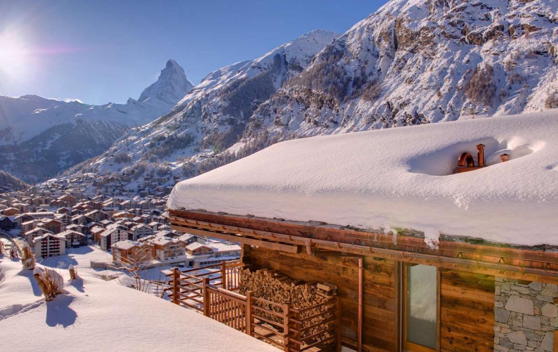 Kings-avenue-zermatt-snow-chalet-sauna-outdoor-jacuzzi-childfriendly-wine-cellar-07-1