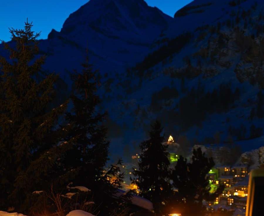 Kings-avenue-zermatt-snow-chalet-wi-fi-hammam-childfriendly-cinema-fireplace-01-20