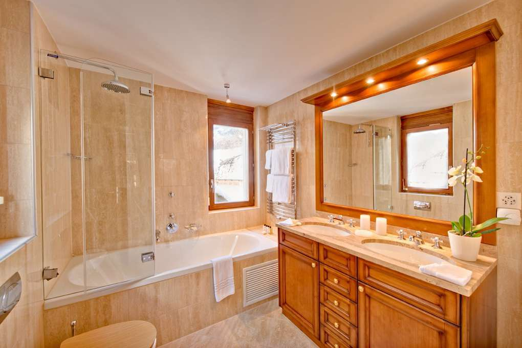Kings-avenue-zermatt-snow-chalet-wi-fi-outdoor-jacuzzi-childfriendly-steam-shower-011-4