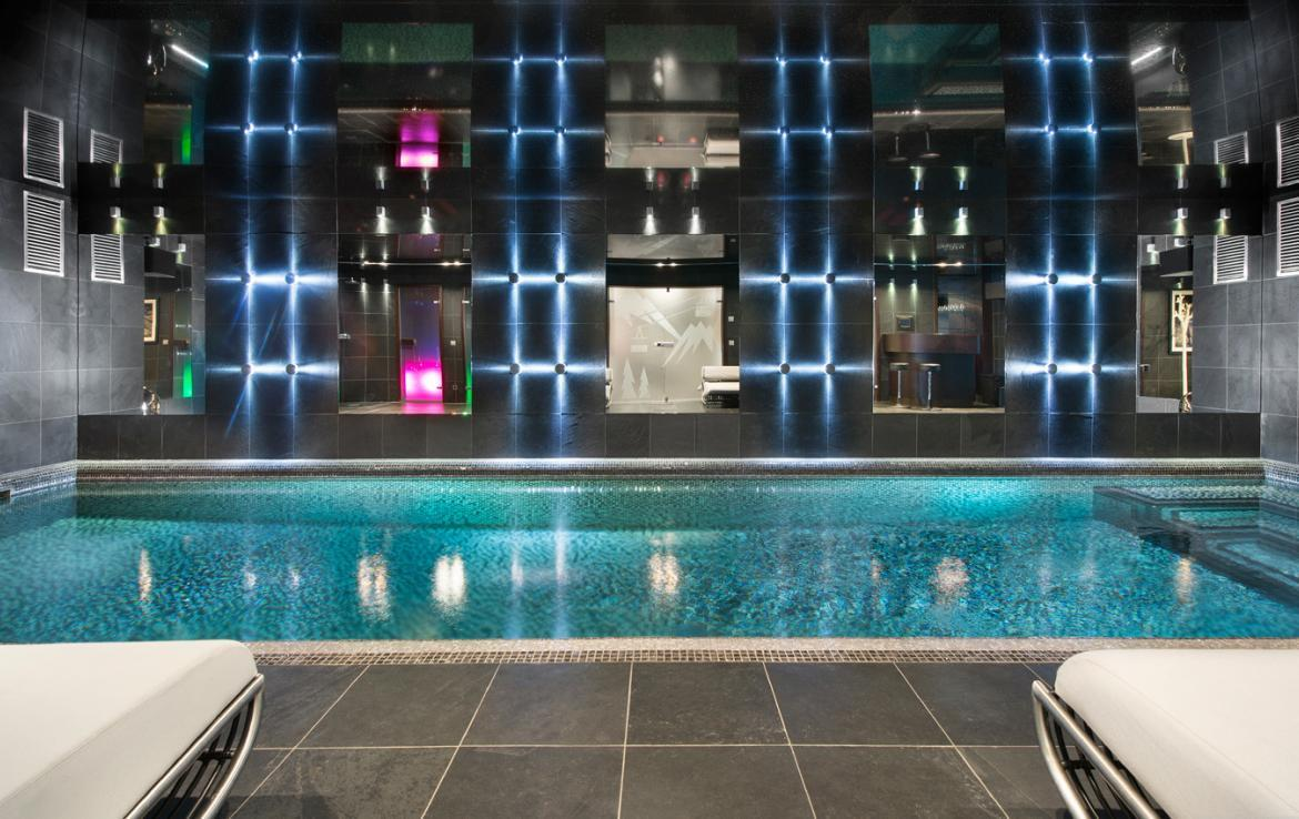 kings-avenue-luxury-chalet-courchevel-003-front-view-inside-swimming-pool