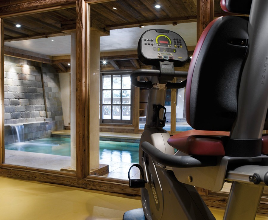kings-avenue-luxury-chalet-courchevel-005-gym-area-and-indoor-swimming-pool