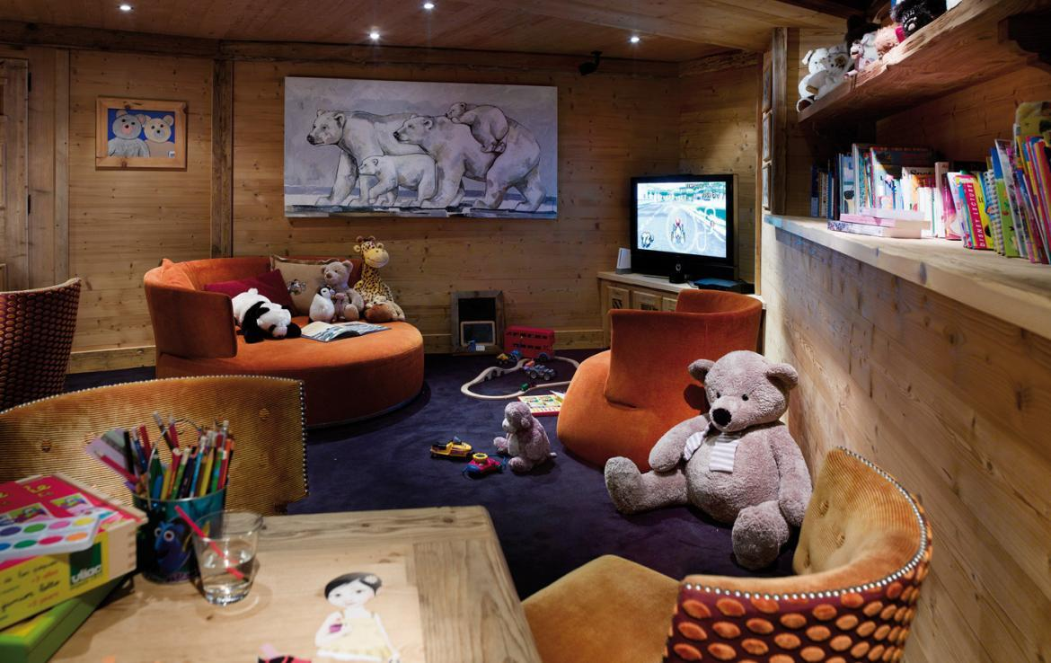 kings-avenue-luxury-chalet-courchevel-005-kids-playroom-with-tv