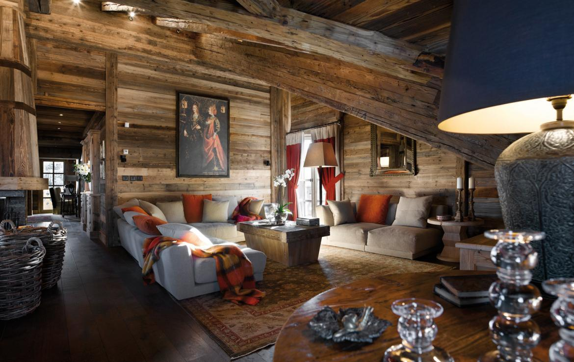 kings-avenue-luxury-chalet-courchevel-005-wooden-living-room