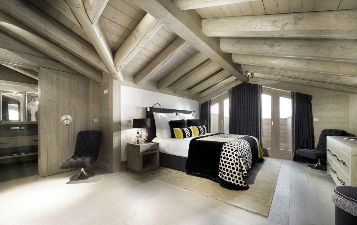 kings-avenue-luxury-chalet-courchevel-007-master-bedroom-with-bathroom-and-balcony-with-views