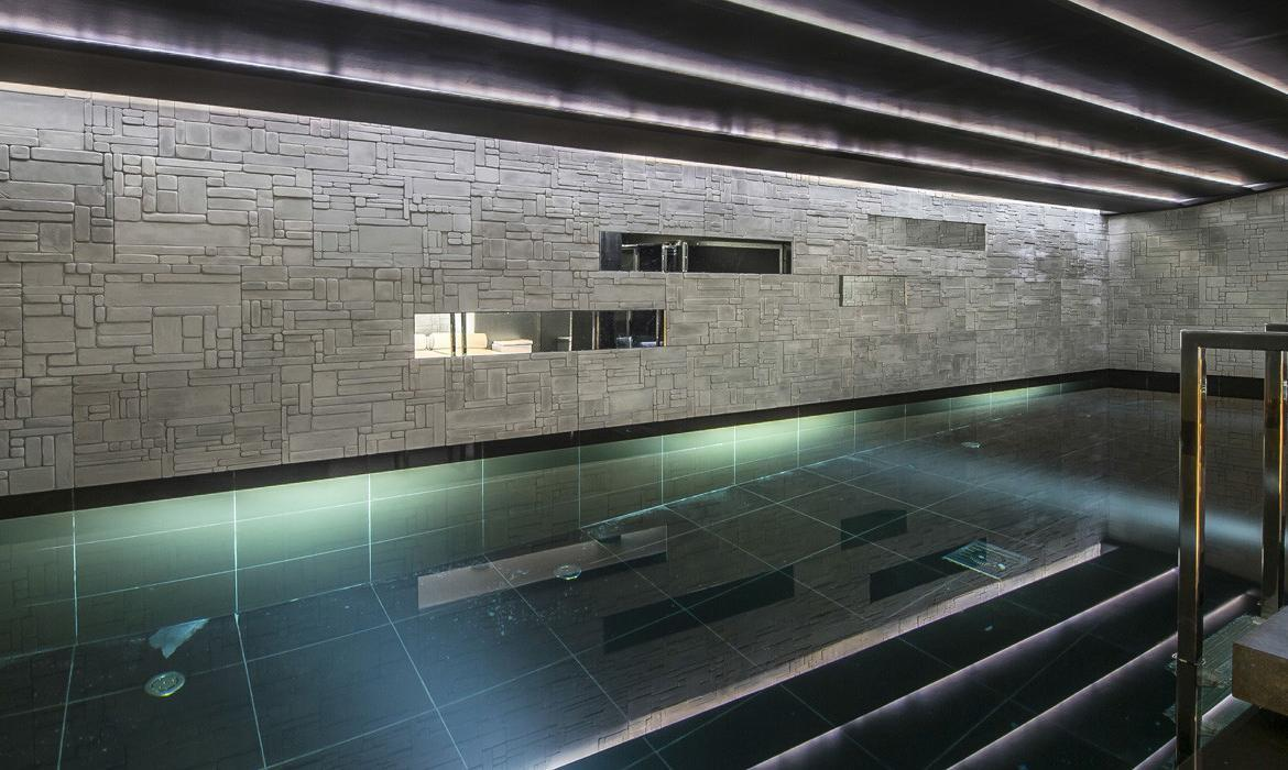 kings-avenue-luxury-chalet-courchevel-008-indoor-swimming-pool