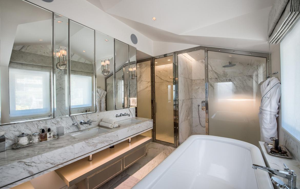 kings-avenue-luxury-chalet-courchevel-008-master-bathroom