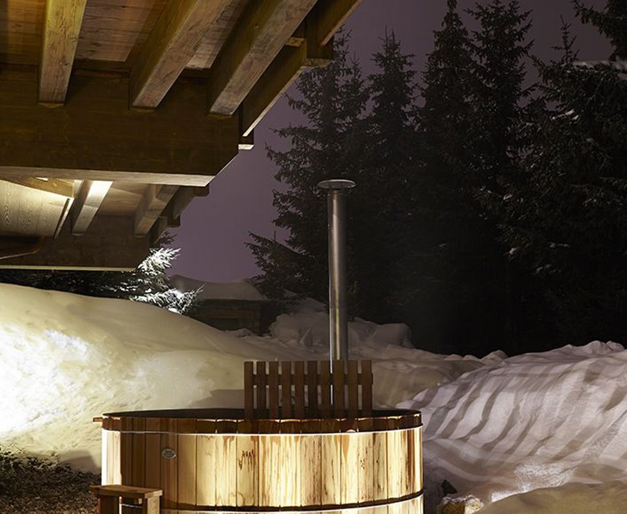 kings-avenue-luxury-chalet-courchevel-008-outside-hot-tub-jacuzzi